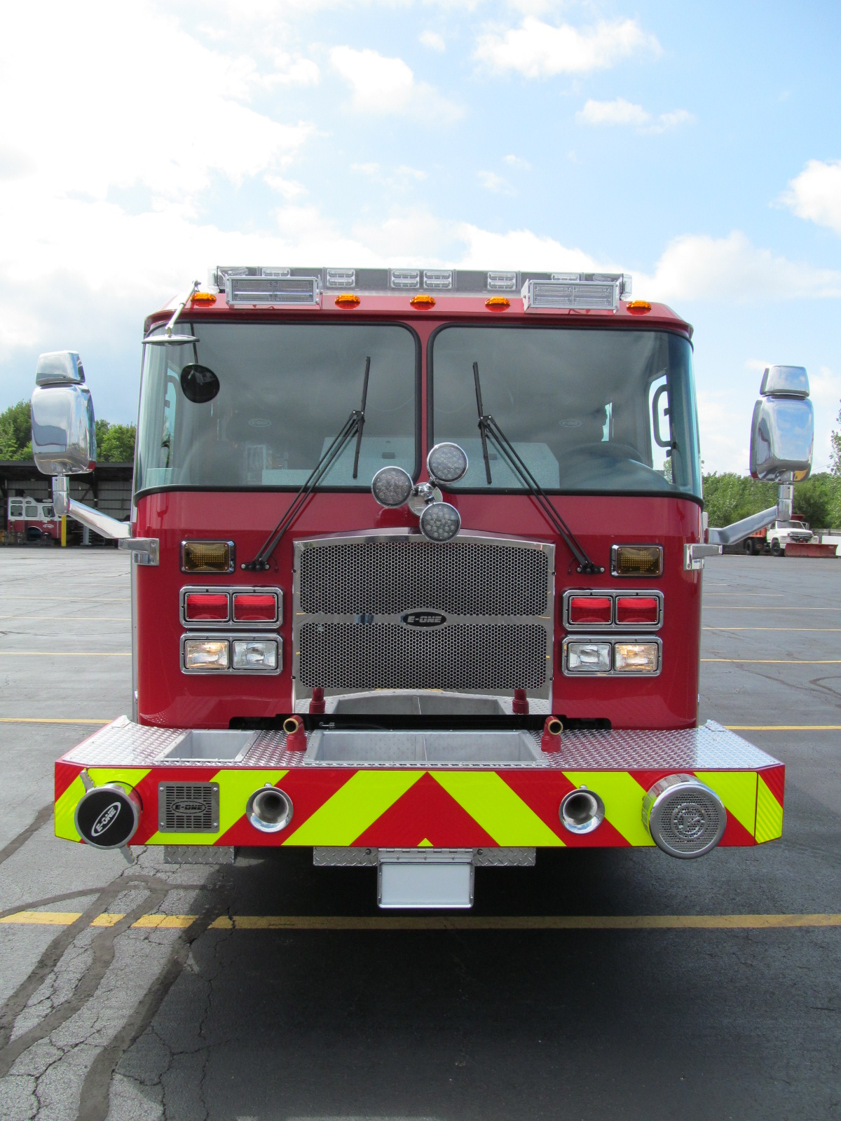 E-ONE Stainless Side Mount Pumper - Front